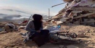 Başkale'deki depremde eşini ve çocuklarını kaybeden kadının feryadı yürekleri dağladı