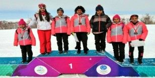 Sivaslı kayakçılar Türkiye 3.'sü oldu
