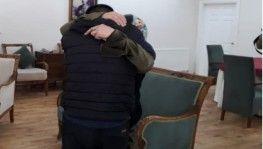 Diyarbakır HDP binası önündeki ailelerden biri daha çocuğuna kavuştu
