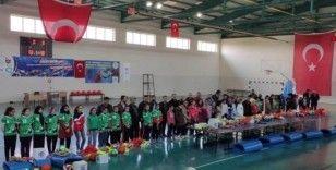 Çınar'da 144 öğrenciye malzeme desteği