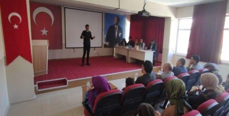 Çemişgezek'te İstiklal Marşı'nı güzel okuma yarışması