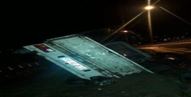 Alkollü sürücünün kullandığı kamyonet devrildi: 2 yaralı