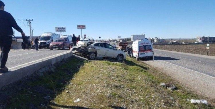 Yayalara yol vermek için duran araca ambulans çarptı: 6 yaralı