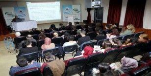 İl Halk Kütüphanesi'nde Osmanlı'da Şiirin Yeri ve Önemi Konuşuldu