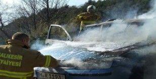 Balıkesir'de yabancı plakalı araç yandı