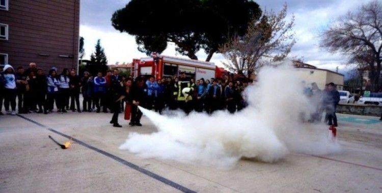 Sarıgöl'de öğrencilere uygulamalı yangın eğitimi