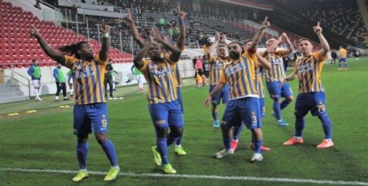 Süper Lig: MKE Ankaragücü: 2 - Çaykur Rizespor: 1 (İlk yarı)