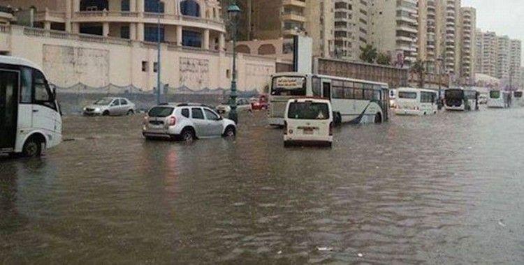 Mısır'da şiddetli yağıştan evler çöktü: 5 ölü