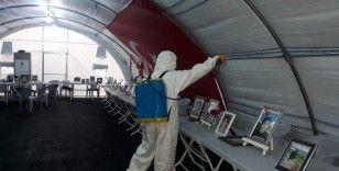 Büyükşehir belediyesi evlat nöbetindeki ailelerin çadırını dezenfektan etti