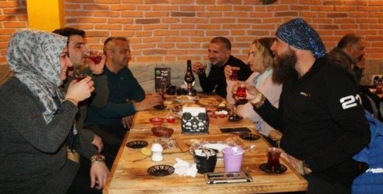 Mavi Fularlılar, Van'ın çay kültürünü yaşatmaya çalışıyor