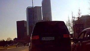 İstanbul'da inatçı sürücülerin yol kavgası kamerada