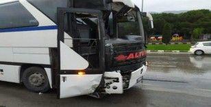 Manisa'da işçi servisi kaza yaptı: 8 yaralı