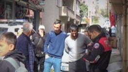 Güvenlik görevlisi belinden bıçaklandı