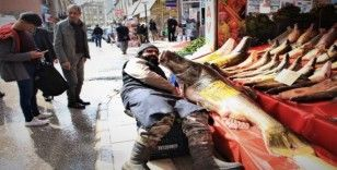Elazığ'da son yılların en büyük turnası yakalandı, 2 metre, 138 kilo