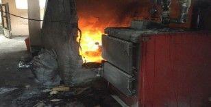 Kömürlükte çıkan yangın bina sakinlerini korkuttu