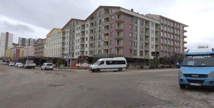 Korona virüsü tatili bir şehri boşalttı