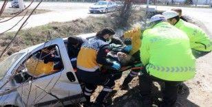 Bolu'da, kontrolden çıkan araç sulama kanalına uçtu: 2 yaralı