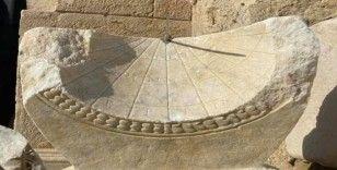 Denizli Leodikya'da 2 bin yıllık güneş saati bulundu