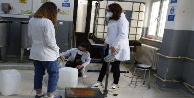 Öğrenci fabrikasından 3 ile korona virüs için özel çözelti