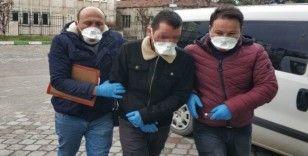 Polis, şüphelileri adliyeye maskeyle sevk ediyor