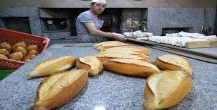 """Ekmek satışına 'korona' önlemi: """"Ekmeği elinizle değil, gözünüzle seçin"""""""