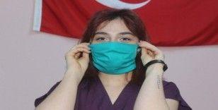 Van'daki hastane cerrah önlük kumaşından maske üretti
