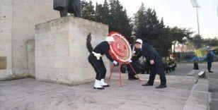 Vali Yazıcı'dan Çanakkale şehitleri için çelenk