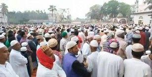 Koronavirüsten korunmak için 25 bin kişi birlikte dua etti