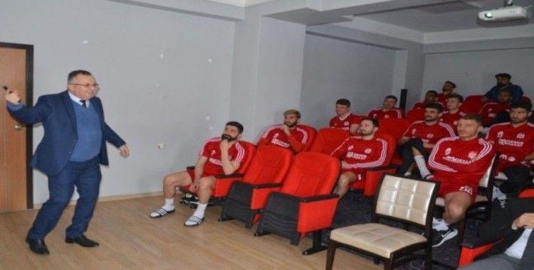 Sivasspor'da futbolculara koronavirüs eğitimi verildi