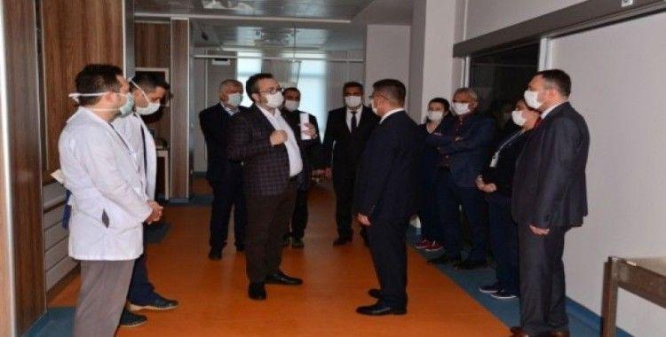 Rektör Kuş Üniversite Hastanesini inceledi