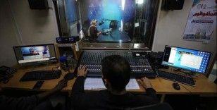 Gazze'de koronavirüsün engellediği eğitim, radyo ve sosyal paylaşım siteleri üzerinden veriliyor