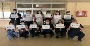 Sağlık çalışanlarından Korona virüsüne karşı 'evde kalın' mesajı