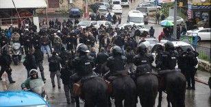 İsrail polisinden Filistinlilerin Mescid-i Aksa'ya ulaşımına engel