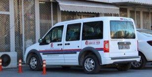 Denetime çıkan maliye ekipleri, sahte dezenfektanları polise teslim etti