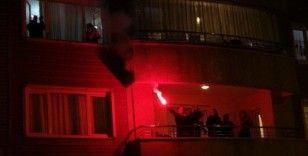 Muş'ta sağlık çalışanlarına balkonlardan moral alkışı