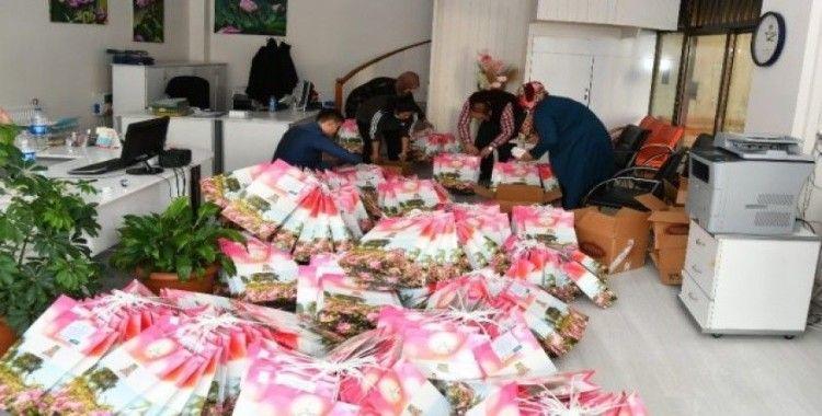 Isparta Belediyesi'nden karantinadaki umrecilere hediye seti
