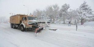 Nevşehir'de karla mücadele çalışmaları sürüyor