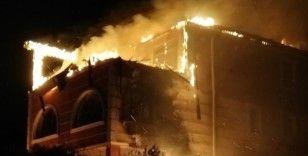 Kırıkkale'de villanın çatı katı alevlere teslim oldu