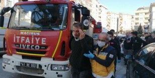 Yangında patlayan itfaiye hortumu 2 kişiyi yaraladı