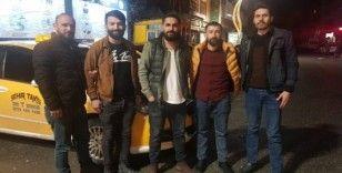 Hakkari'de taksiciler sağlıkçılara kornalı destek