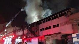 Esenyurt'ta kimyasal boya ve plastik ürünler fabrikasında yangın