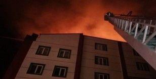 Denizli'de kuru meyve ve bakliyat fabrikasında yangın