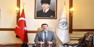 """Vali Ali Arslantaş: """"Çiçeklerin açtığı, insanların yaşam sevincine sarıldığı gün olan Nevruz'un başta ülkemiz olmak üzere tüm dünyaya sağlık, huzur, bereket ve güzellikler getirmesini temenni ederim"""""""