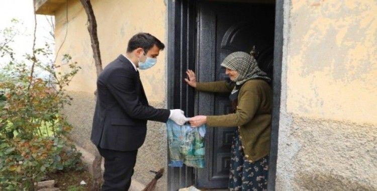 65 yaş ve üzeri vatandaşlara hijyen seti dağıtımı