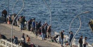 'Evde kal' çağrısına aldırış etmeden balık tuttular