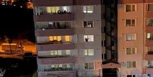 Bilecikliler 3 gün boyunca sağlık çalışanları için balkonlara çıktı