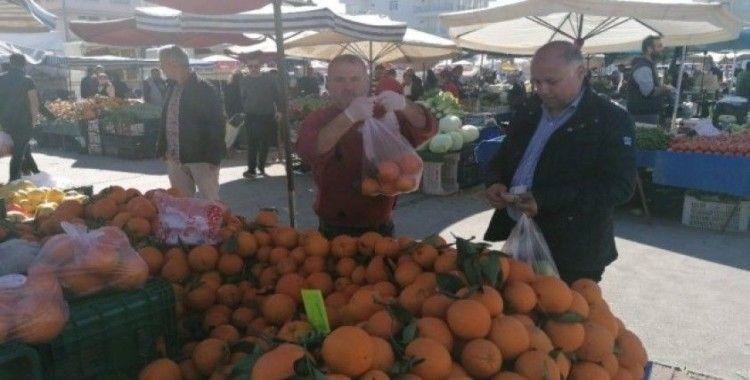 Pazarcılar sebze ve meyveyi seçtirmedi