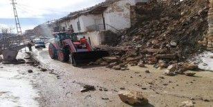 Karaman'da istinat duvarı çöktü