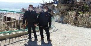 Karaman'da iki muhtar mahallelerini kendi imkanları ile dezenfekte etti