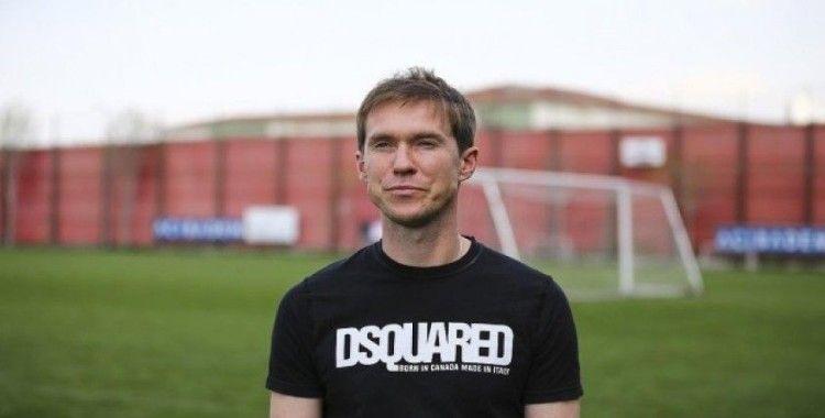 Belaruslu futbolcu Hleb'den ülkesinde maçların ertelenmemesine eleştiri